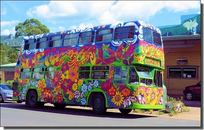 虹色のバス