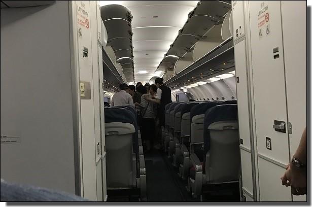 進まない機内画像