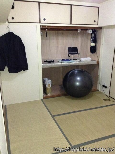 パソコンデスクとバランスボール