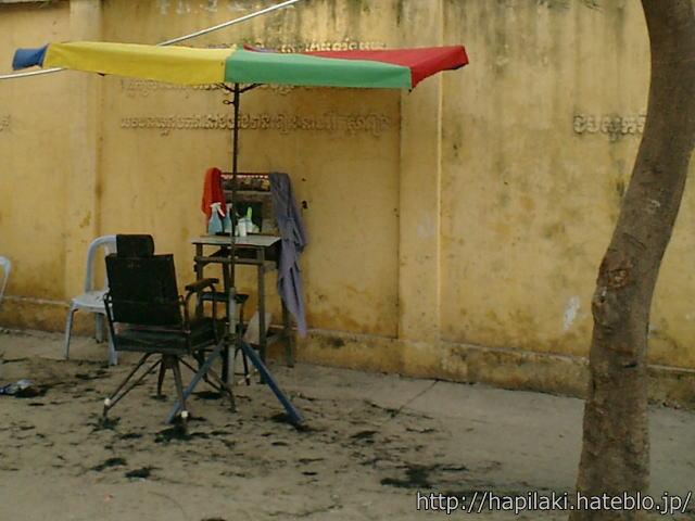 カンボジア路上散髪屋