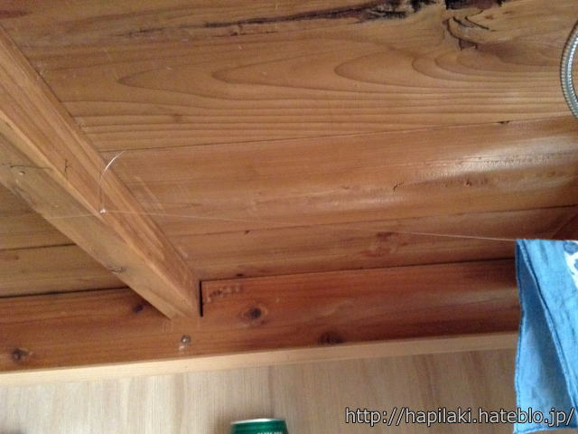 押入れデスク天井の釣り糸