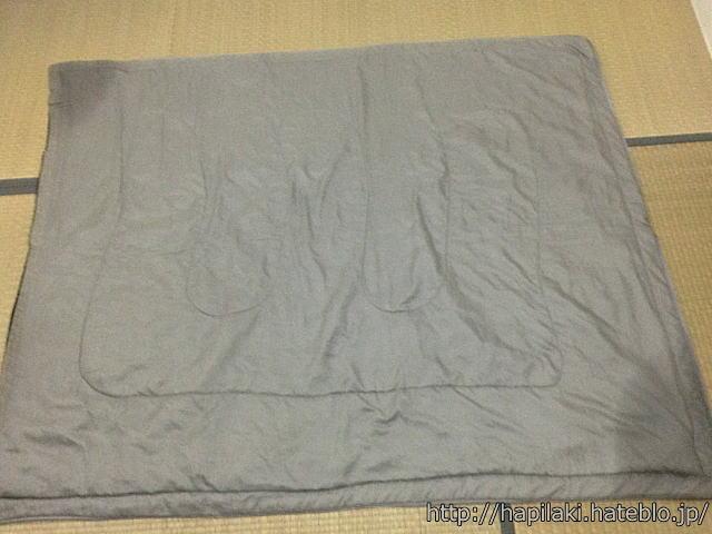 寝袋丸洗い後、水分が角に集まる