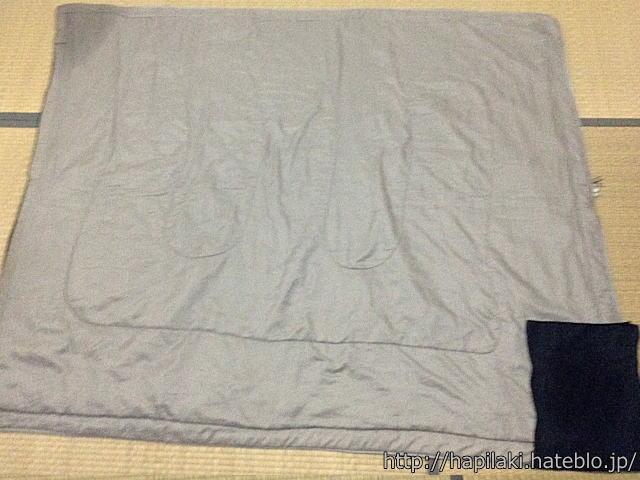 寝袋丸洗い後、水分が角に集まる2