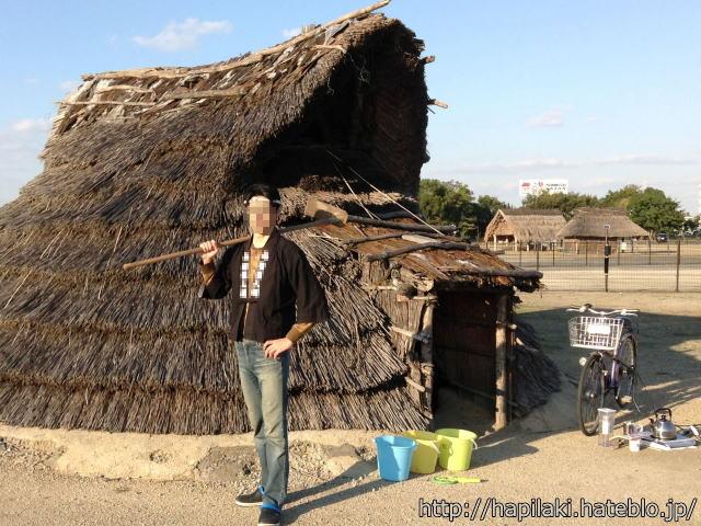 竪穴式住居の横で農地を開墾