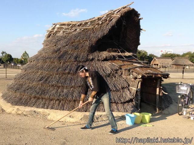 クワで農地開墾2