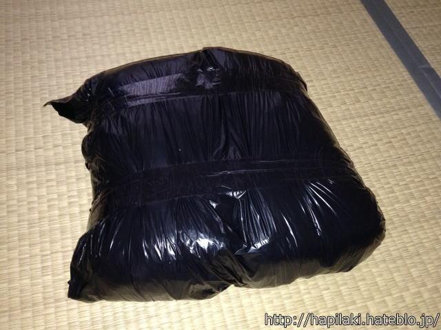 封筒型寝袋を梱包したごみ袋