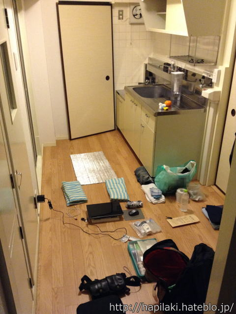 引越し当日の荷物梱包後にキッチンをワークスペースとして活用