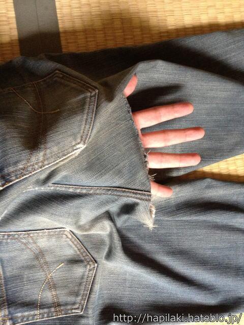 股ずれで破れたジーンズ