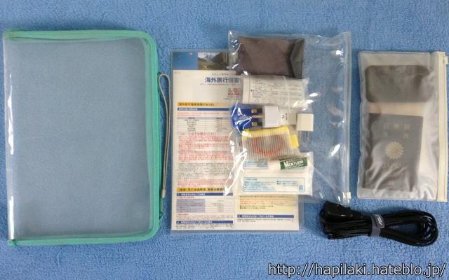 海外旅行の持ち物で小物をビニール袋に入れる2