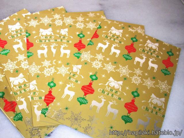 手作りクリスマスカード、包装紙を貼り付けるだけ