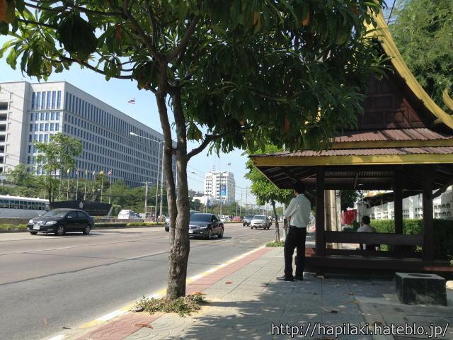 バンコク・イミグレーション付近のバス停