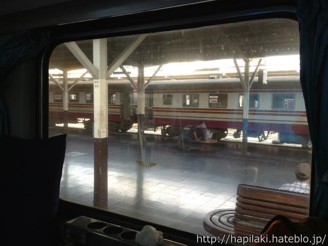マレー鉄道、フアランポーン駅の車窓からの眺め