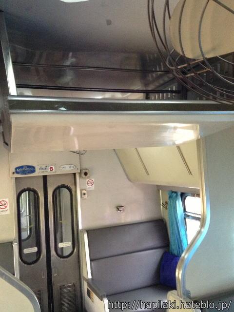 マレー鉄道寝台列車の通路上部の収納スペース