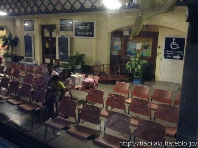 タイのペチャブリ駅