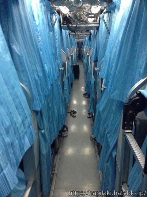 マレー鉄道寝台列車のカーテンがすべて閉まっていた