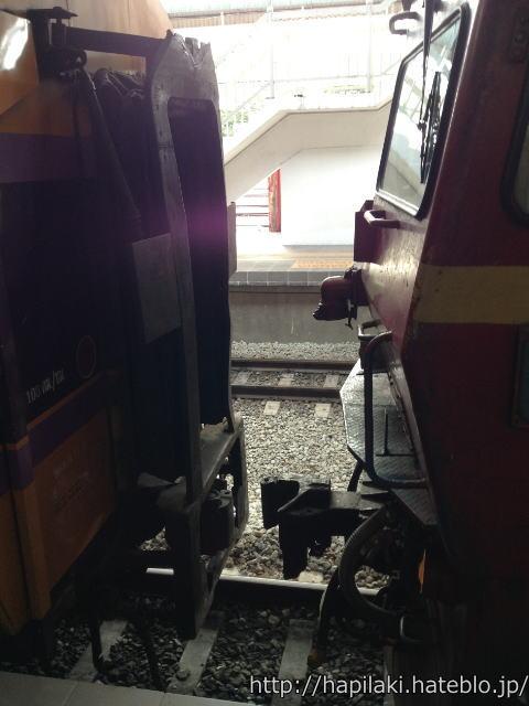 列車車両の連結直前