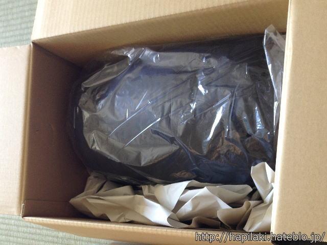 amazonの段ボール箱に入っている新品の寝袋
