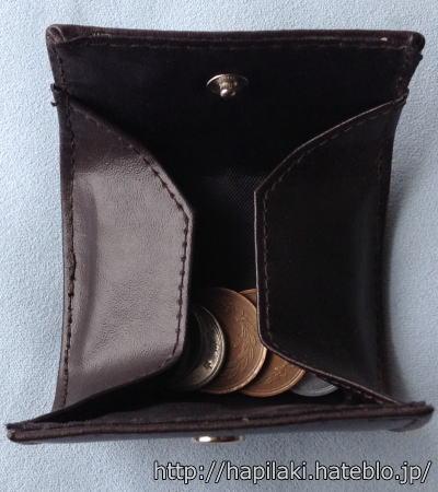 ダイソーのコインケースに小銭を入れ