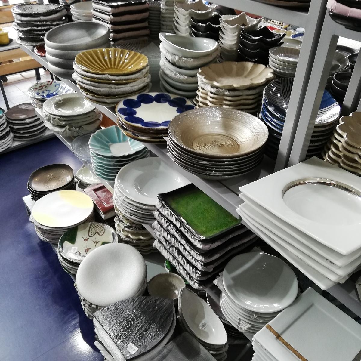 陳列された和食器類