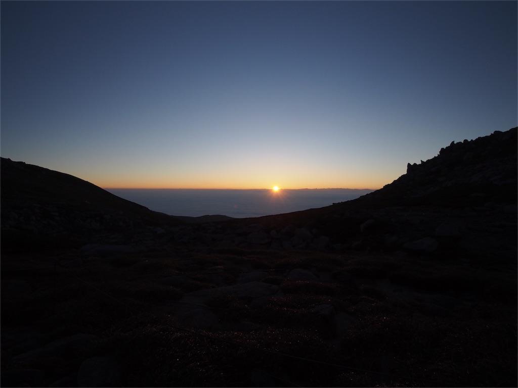 駒ヶ岳頂上山荘のテント場から見えるご来光