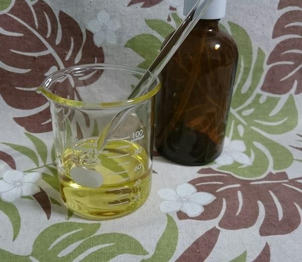 茶色ガラスポンプボトル