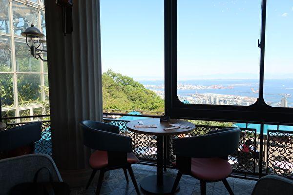 ザ・ヴェランダ神戸 カフェラウンジ 窓際の席
