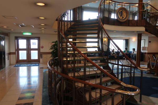 神戸ルミナス2 船内 おしゃれな階段
