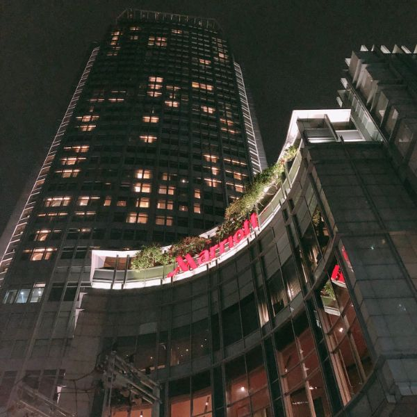 マリオットホテル外観。このホテルの最上階が「オクターブ」!