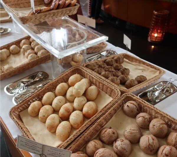 小ぶりのメゾンカイザーのパンが食べ放題♡(横浜ベイホテル東急)