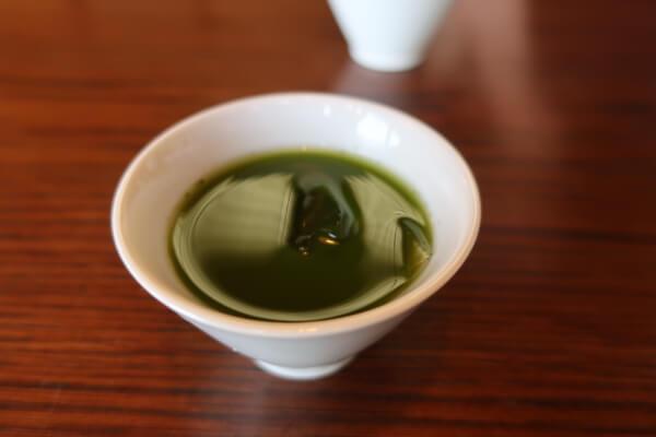 最初に提供されるカジュアル抹茶(葉山「日の出園」)