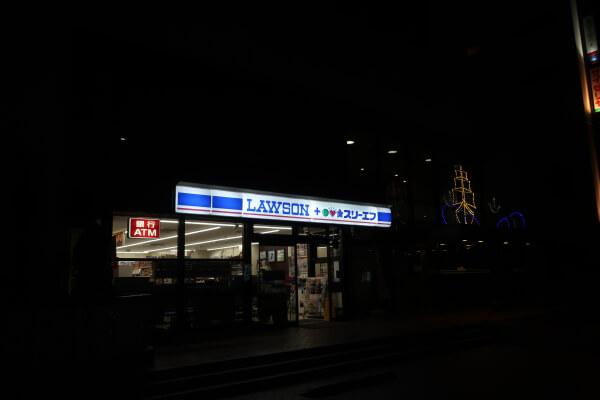 隣にあるコンビニはもちろん24時間営業【エスカル横浜】