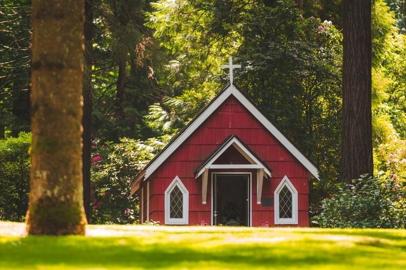 森の中にある小さな教会