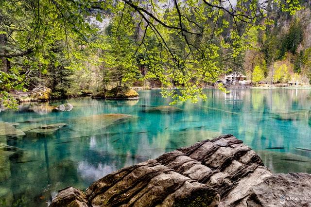 世界幸福度ランキング2021にて3位に輝いたスイスの美しい風景