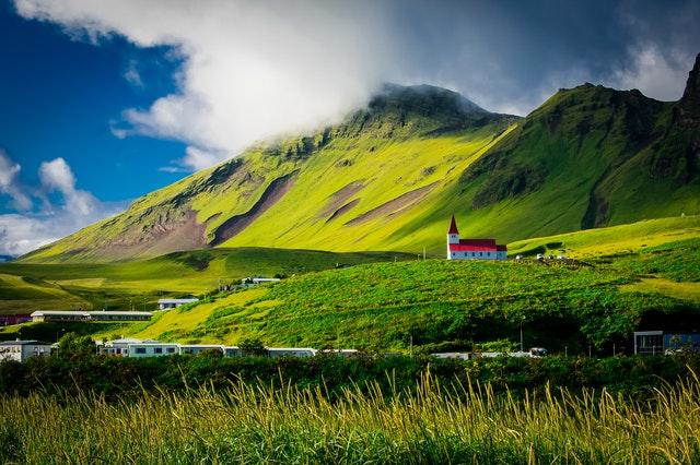世界幸福度ランキング2021にて4位に輝いたアイスランドの美しい風景