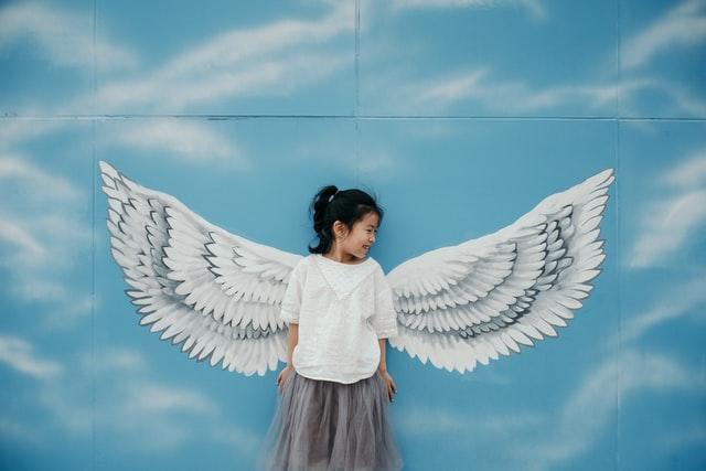 天使のような小さな女の子