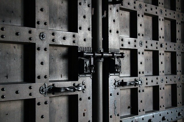 鋼の錬金術師に出てくる扉に似た扉