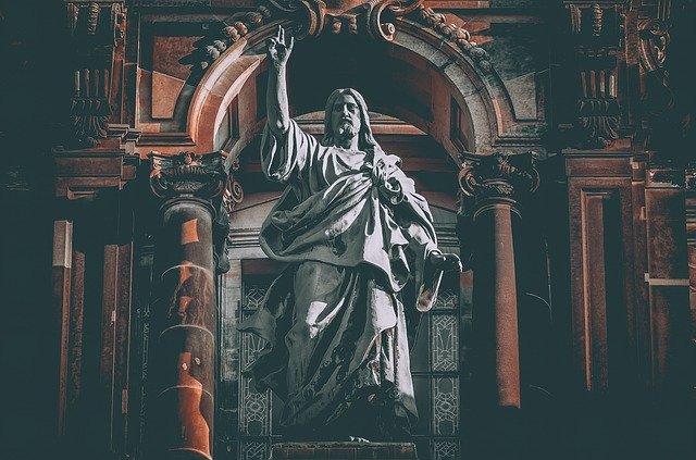 新約聖書に登場するイエス・キリストの像