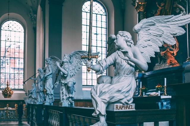 教会にある天使の像
