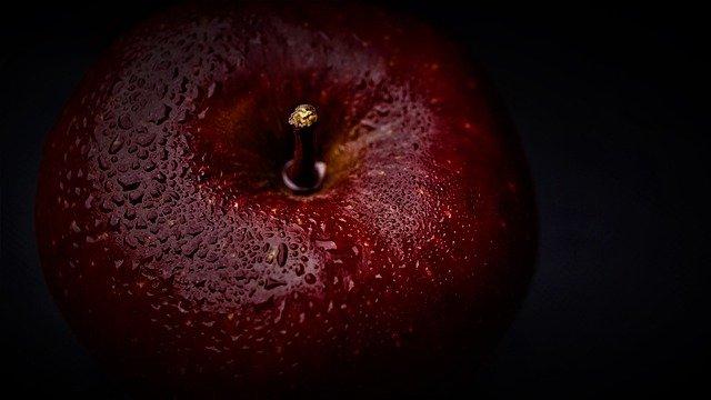 聖書に登場する禁断の果実であるリンゴ