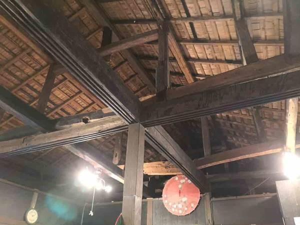 梁が見える天井