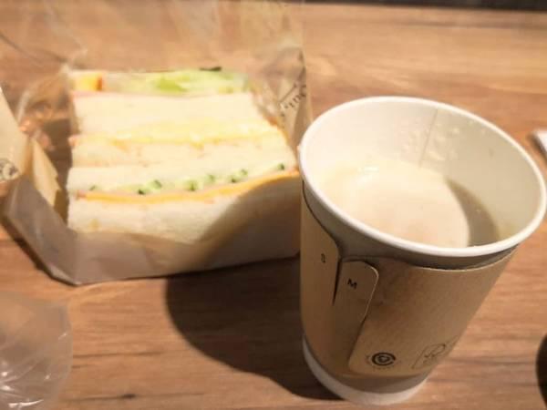 カフェオレとタマゴサンド