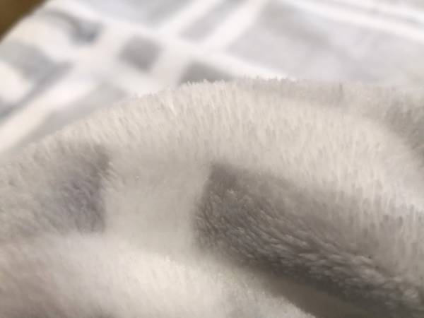 ニトリ着る毛布の生地はフワフワ