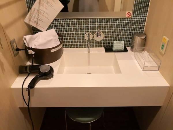 シャワールーム洗面所