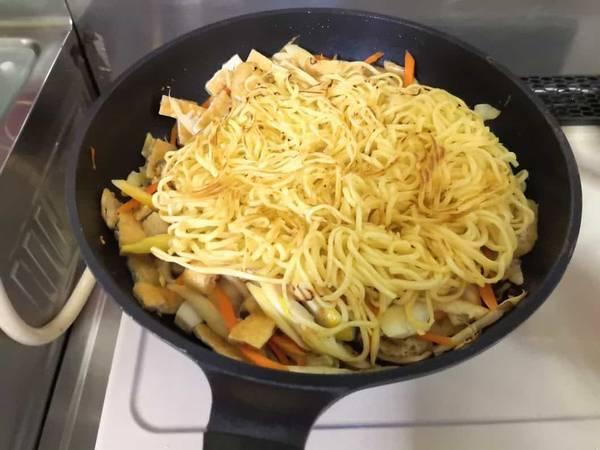 KALDI上海焼きそば麺を戻す