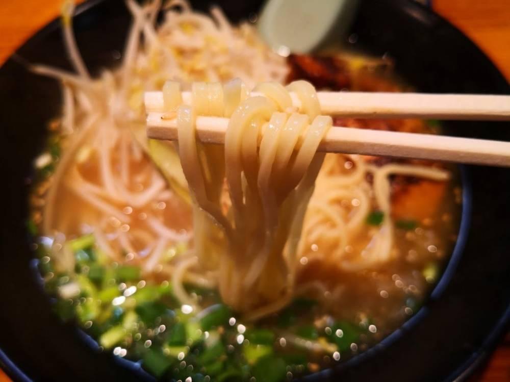 元斗好軒の山椒ラーメンの麺
