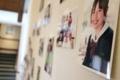 太田監督自ら撮影風景の写真を映画館の壁に貼ってデコレーション