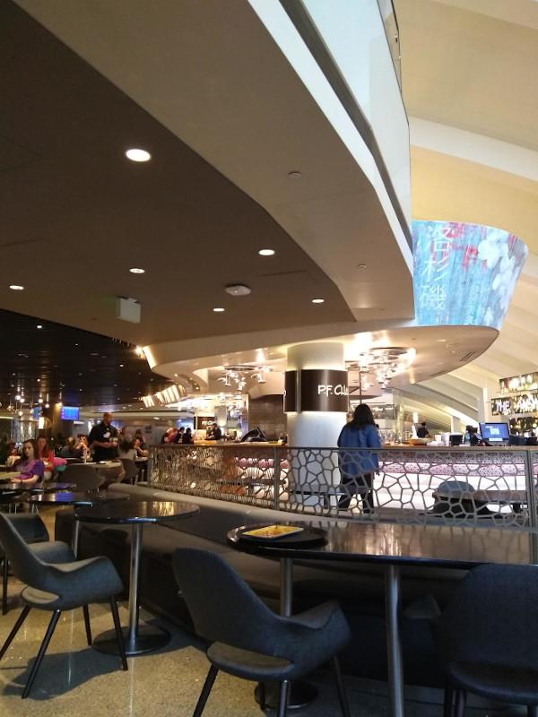 LAXのP.F.Chang'sレストラン