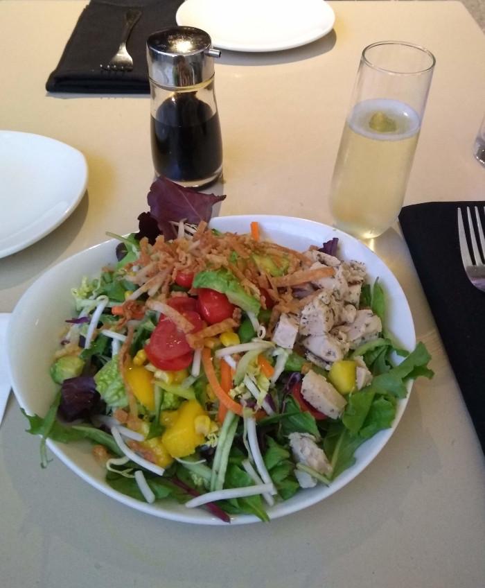 P.F.Chang'sのサラダとシャンパン