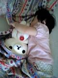 コリラと昼寝