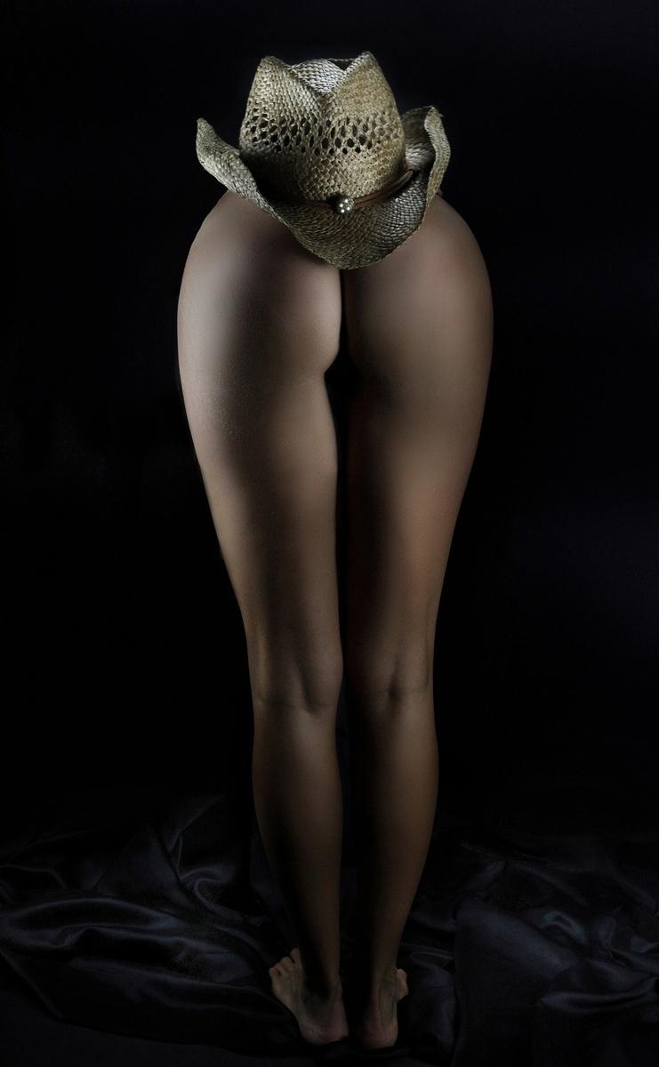 お尻から脚へのラインが美しい外国人女性